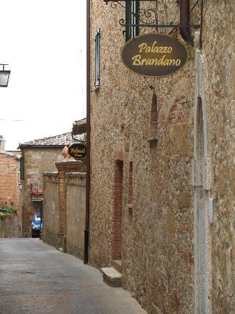 Palazzo Brandano: little street