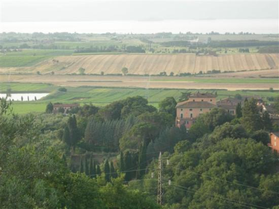 Villa Le Mura: The palace as seen from Panicale