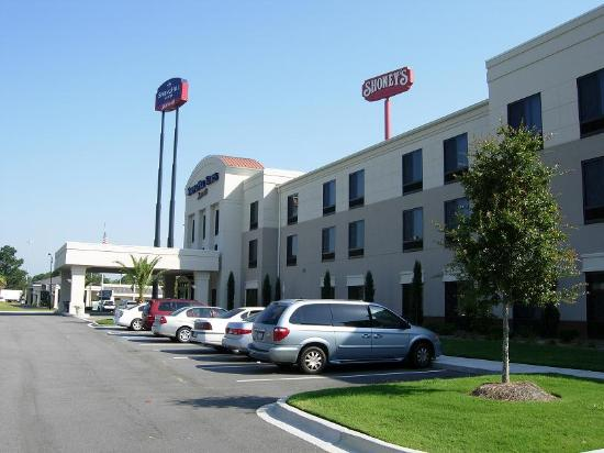 SpringHill Suites Savannah I-95 South : The hotel from the parking lot