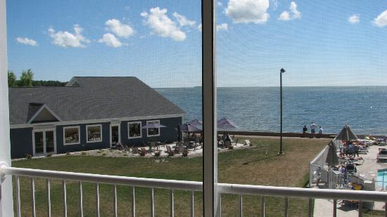 BayShore Resort: View from the balcony of restaurant and Lake Erie