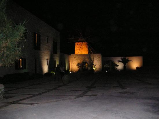 I Mulini Resort at night