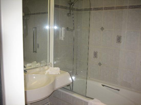 Alliance Hotel Tours Centre: Bathroom