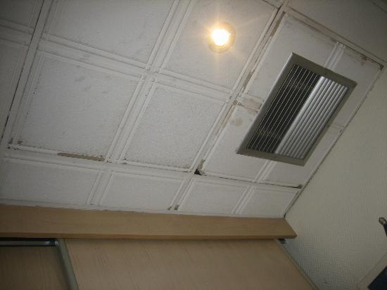 Alliance Hotel Tours Centre: The icky ceiling
