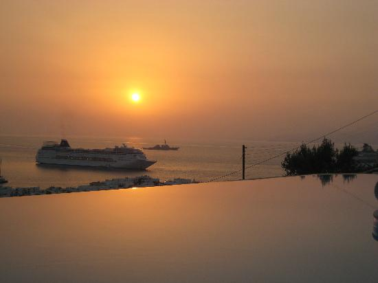 Vencia Hotel: Sunset from Pool