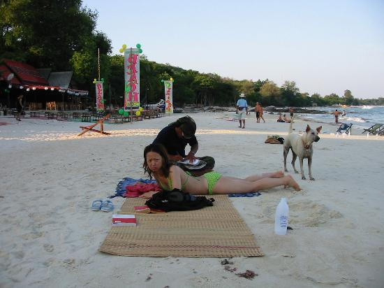 Silver Sand Resort : some dogs hang around