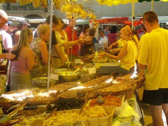 Le Clos de Pradines: Uzes Market