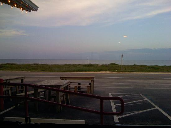 Betty's A1A Cafe: Looking out the front window of Betty's A1A Caffe