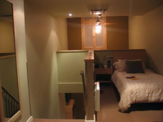 Bentley's Inn: Upstairs bed 'rooms'