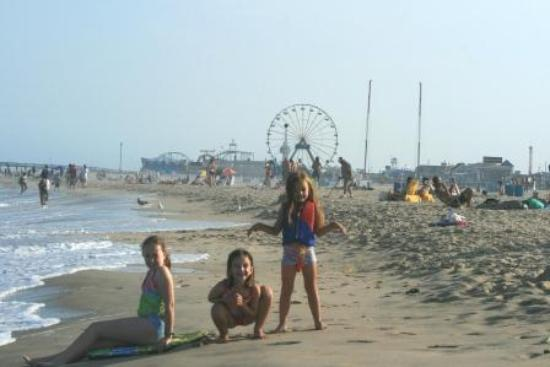 The Breakers Hotel: Beach Picture - Close to the Amusements