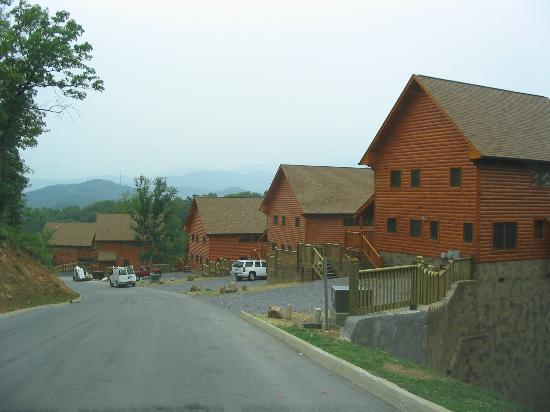 Genial Starr Crest Resort: Crowded Area Of Cabins