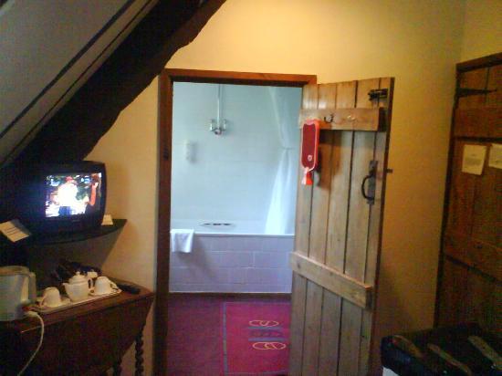 The Moonraker: The bedroom/bathroom