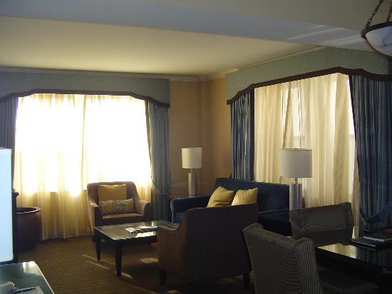 The Chase Park Plaza: Living Room - Two Room Suite