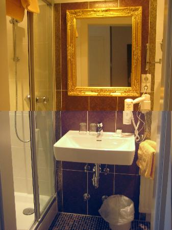 Altstadthotel Kasererbräu: bathroom
