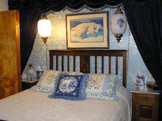 Big Bear Bed & Breakfast: glacier room
