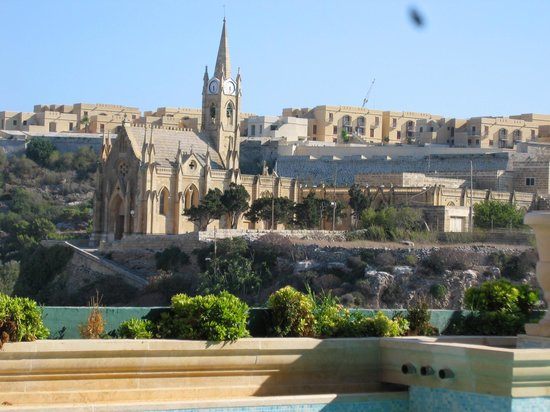 Grand Hotel Gozo : The View from the Pool