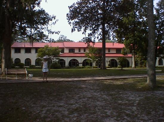 The Lodge at Wakulla Springs: The back of Lodge