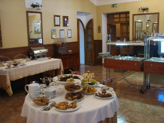Bristol Hotel, Yalta : The breakfast buffet