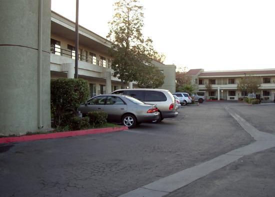 Bakersfield Inn : entrance