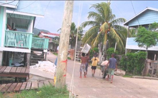 Guanaja, ฮอนดูรัส: Sabana kids