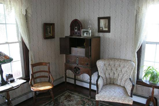 Church Street Manor : The Victrola in the Parlor