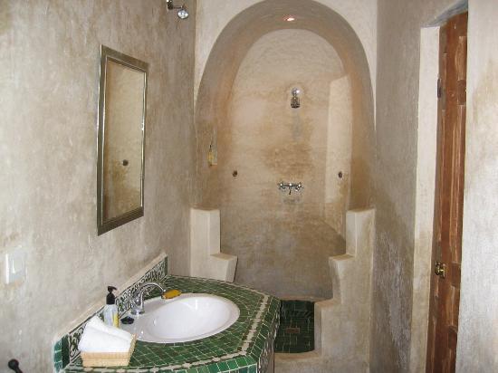 Dar Roumana: bathroom