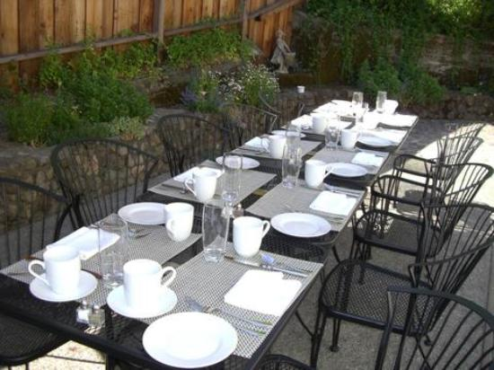 The Chanric Inn: our breakfast table at the patio