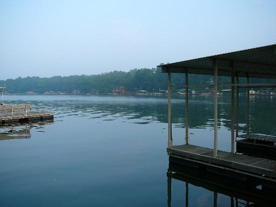 Country Inn Lake Resort: A view of Lake Hamilton