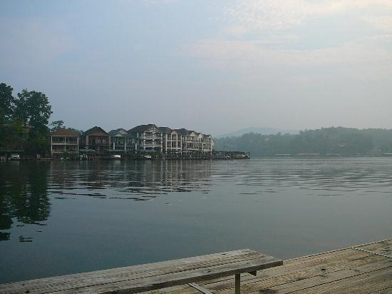 Country Inn Lake Resort: Another view of Lake Hamilton