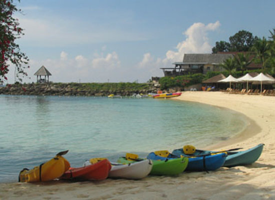 Shangri-La's Mactan Resort & Spa: The Kayaks on the shore of the private beach
