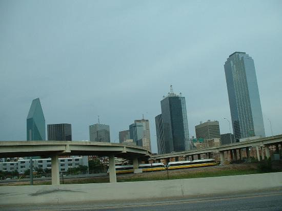La Quinta Inn & Suites Dallas DFW Airport North: Dallas skyline