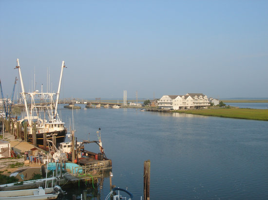 Hampton Inn and Suites Chincoteague-Waterfront: South view from Rm 316 balcony