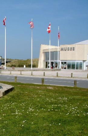 Sainte-Marie-du-Mont, France: Partial front view of Utah Beach Landing Museum