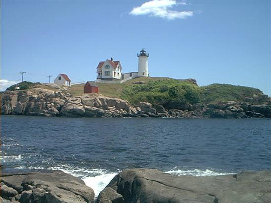 Cape Neddick Nubble Lighthouse: from a distance