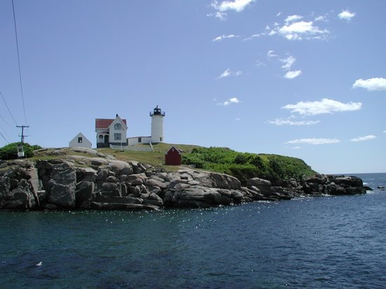 Cape Neddick Nubble Lighthouse: closer vantage