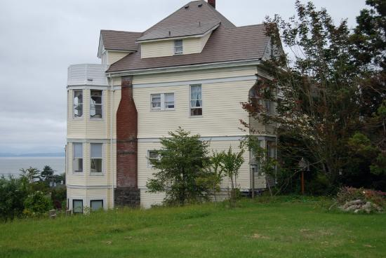 Grandview Bed and Breakfast: Side view of the Grandview, Astoria, Oregon