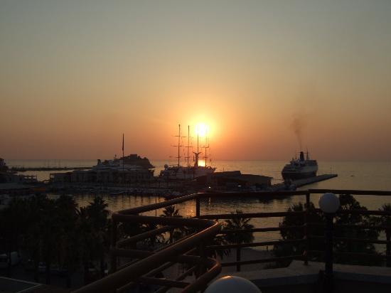 Surtel Hotel Kusadasi: BEAUTIFUL SUNSET VIEW FROM ROOF