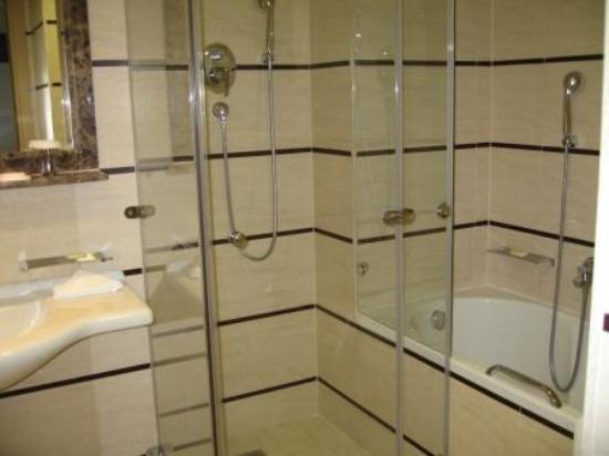 Le Meridien Lav Split : Notre salle de bain