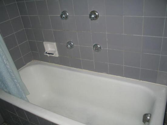 Apartamentos Mirador: it was so dirty we were afraid to stand in it
