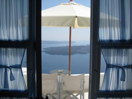 Chromata Hotel: A view of the balcony where breakfast is served