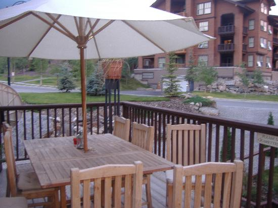 Earl Grey Lodge: patio