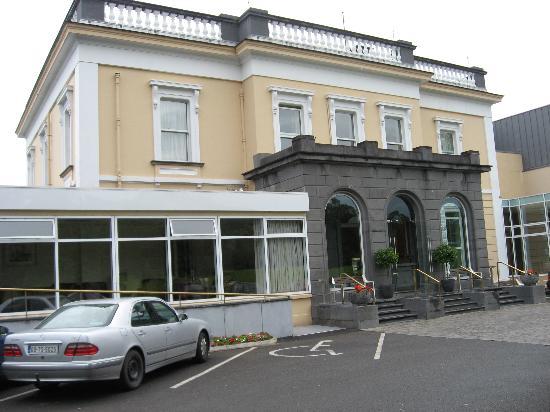 Clonmel, Ireland: Hotel front