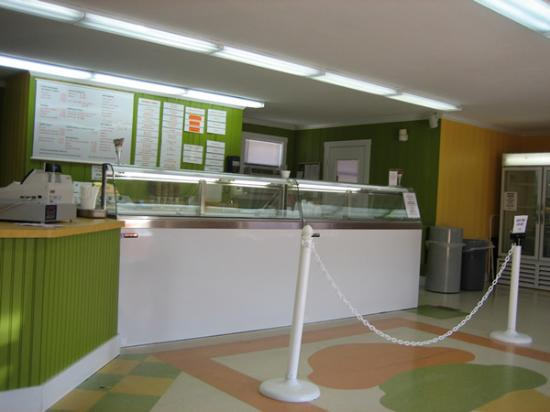 Sundaes at the Beach: service counter