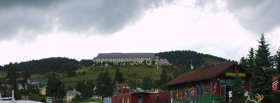 Gold King Mountain Inn: View of Hotel from downtown Cripple Creek near train depot