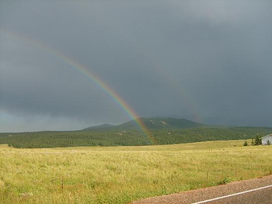 Gold King Mountain Inn: Double Rainbow on drive in from Hwy 67