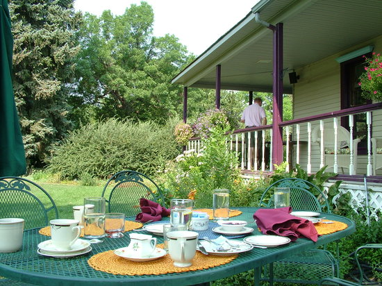 Berthoud Inn & Events : Open air breakfast