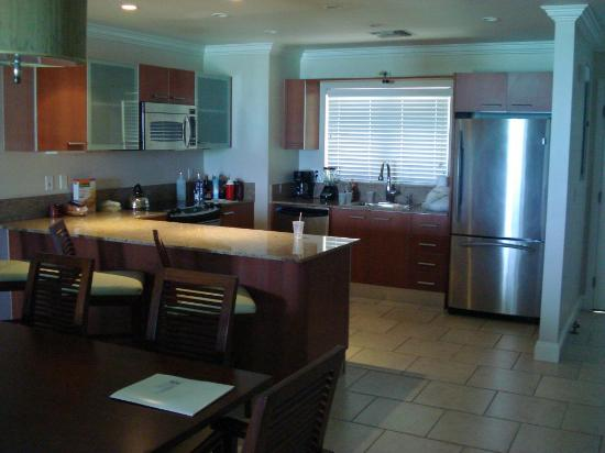 Alexandra Resort: The full kitchen of our one-bedroom beachfront room