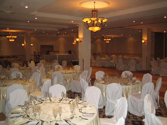 Victoria Crown Plaza Hotel: This is a really grand ballroom