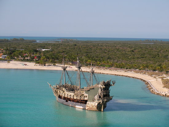 Sandy Point, Great Abaco Island: The Black Pearl