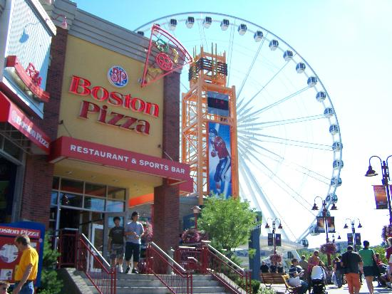 Comfort Inn Clifton Hill - Niagara Falls Hotel: skywheel