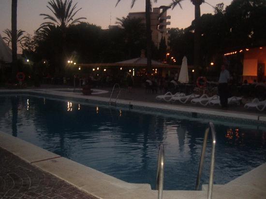 Royal Costa Hotel: Piscina e bar